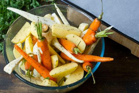 Roasted batatas e cenouras Parsnips passo 4